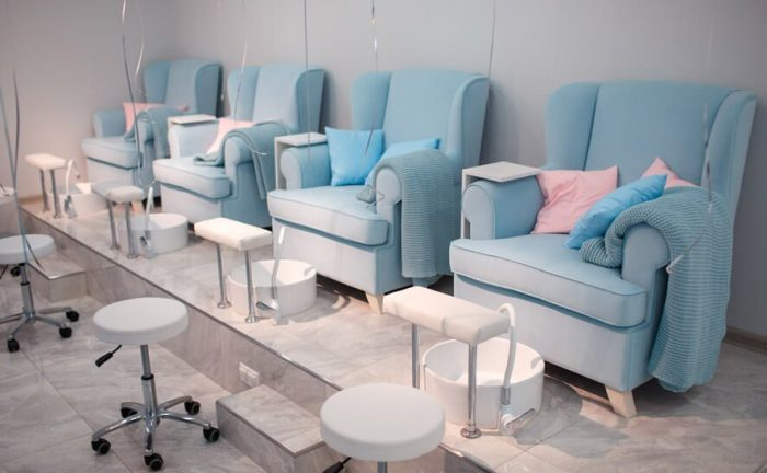 Mesa e cadeira de manicure e pedicure